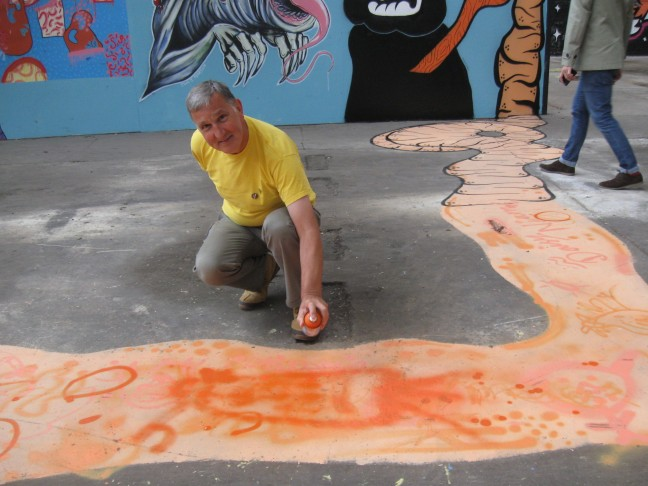 Longest Carrot Art in the World - John adds a bit